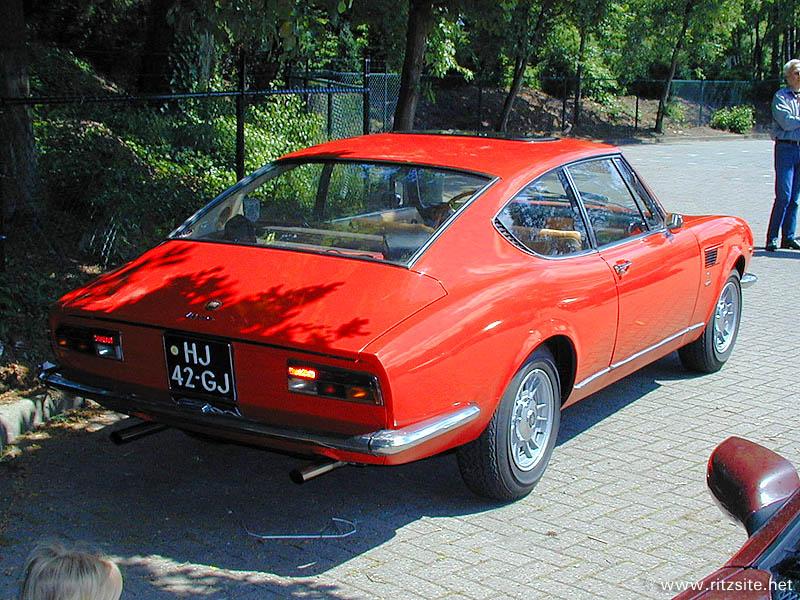 Fiat_Dino_2000_coupe_1968_r3q.JPG