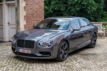 Bentley Flying Spur V8 S 2018 fl3q