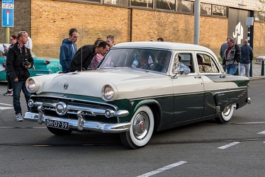 Ford Customline 4-door sedan 1954 fl3q