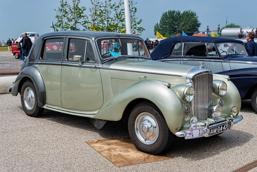 Bentley Mk VI saloon by Mulliner 1949 fr3q