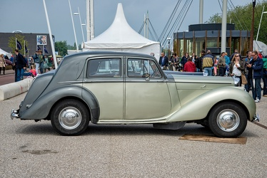 Bentley Mk VI saloon by Mulliner 1949 side