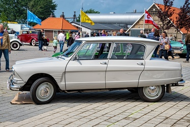 Citroen Ami 6 1966 beige side