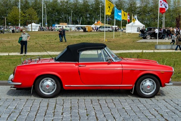 Fiat 1200 cabriolet by Pininfarina 1962 side