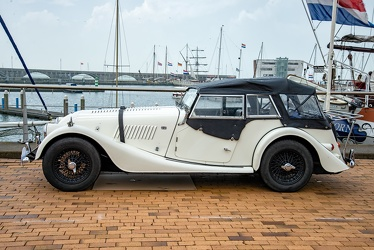 Morgan Plus 4 4-seater sports 1968 side
