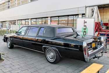 Cadillac Fleetwood formal limousine 1982 r3q