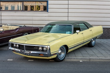 Chrysler New Yorker hardtop sedan 1972 fl3q