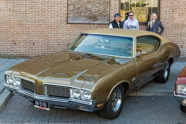 Oldsmobile Cutlass S sports coupe 1970 fl3q