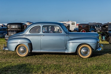 Ford V8 Super DeLuxe coupe sedan 1947 side