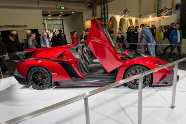 Lamborghini Veneno roadster 2013 side