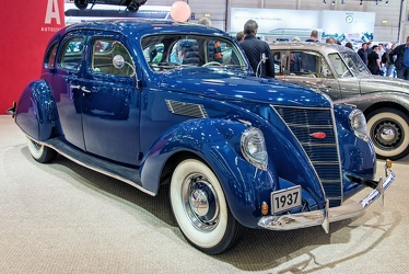 Lincoln Zephyr 4-door sedan 1937 fr3q