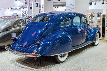 Lincoln Zephyr 4-door sedan 1937 r3q