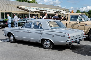 Plymouth Valiant 200 4-door sedan 1966 r3q