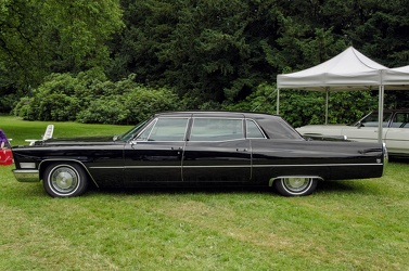 Cadillac 75 Fleetwood limousine 1967 side