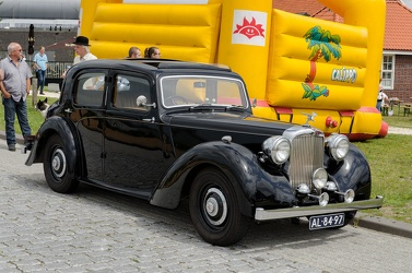 Alvis TA14 4-light saloon by Mulliner 1947 fr3q