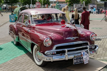 Chevrolet Styleline DeLuxe 4-door sedan 1951 fr3q