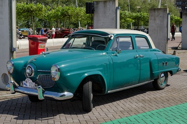 Studebaker Champion Custom 4-door sedan 1951 fl3q