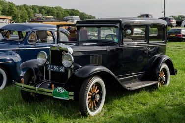 Chevrolet Universal 2-door coach 1930 fl3q