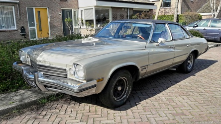 Buick Century Luxus Colonnade 4-door sedan 1973 fl3q