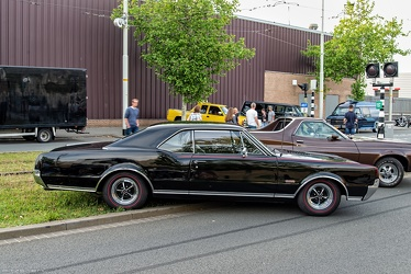 Oldsmobile 442 Holiday hardtop coupe 1967 side