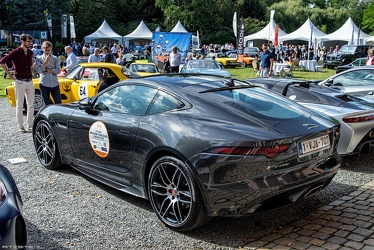 Jaguar F-Type 2.0 Litre Chequered Flag coupe 2019 r3q