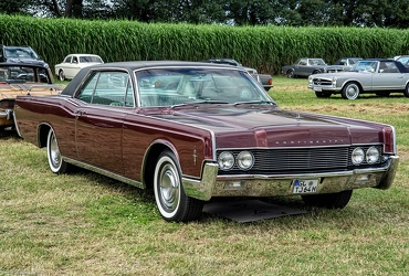 Lincoln Continental hardtop coupe 1966 fr3q