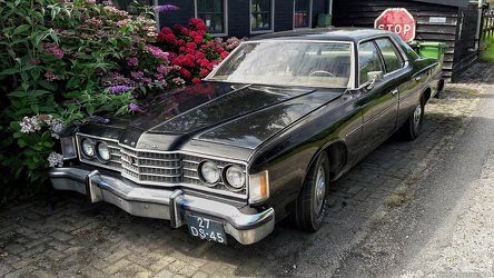 Ford Galaxie 500 4-door sedan 1974 fr3q