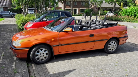 Opel Astra F 1.6i cabriolet by Bertone 1995 side